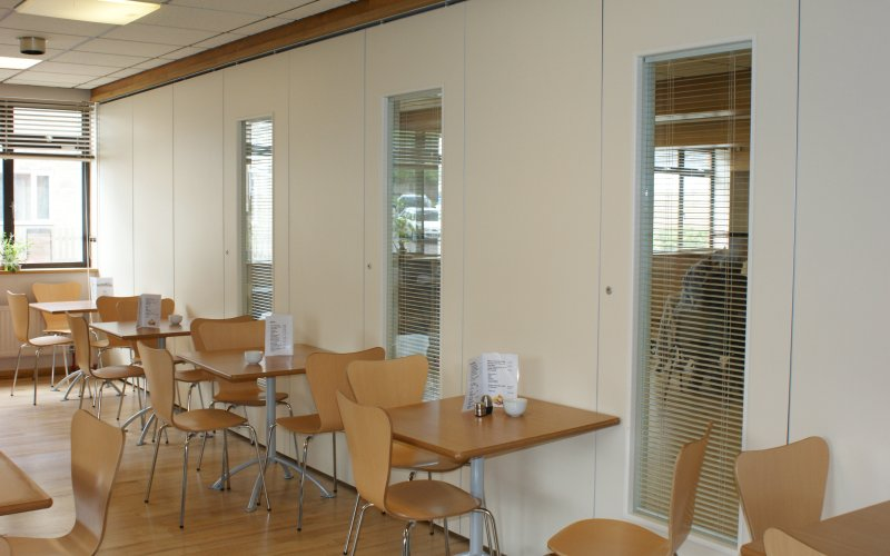 Series AP100 Movable Acoustic Wall With Double Glazed Vision Panels & Internal Venetian Blinds